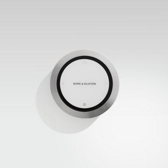 BeoSound Essence remote på vægbeslag